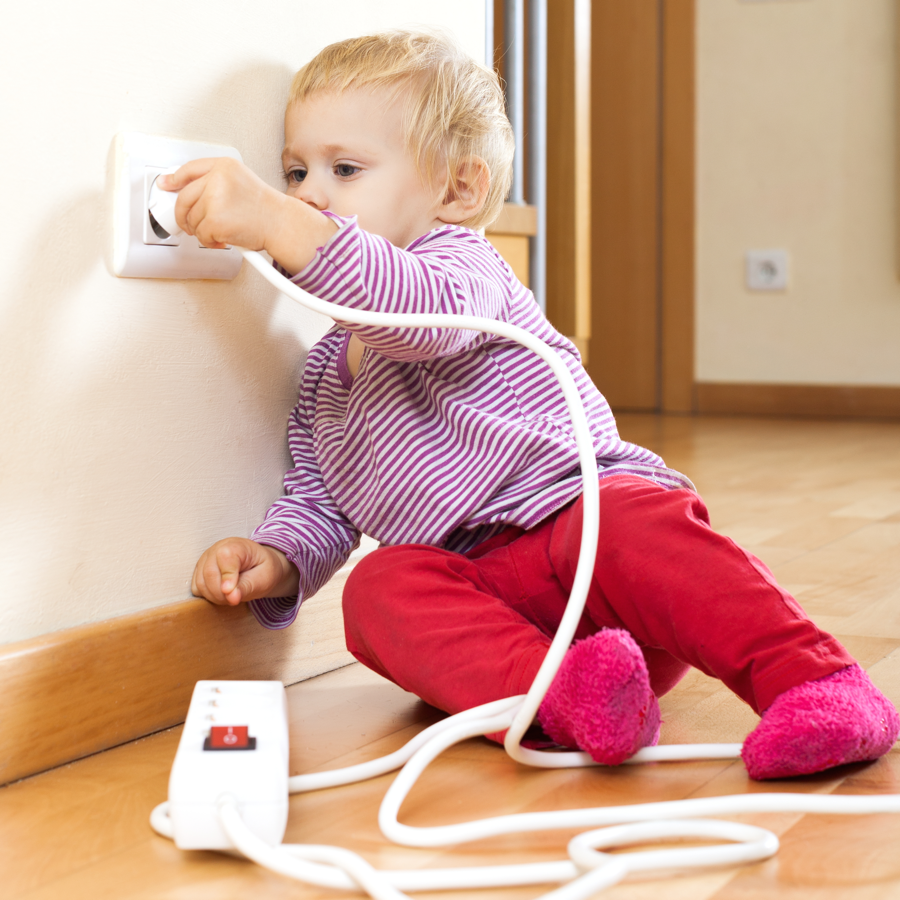 babyproofing-tips-plug-in
