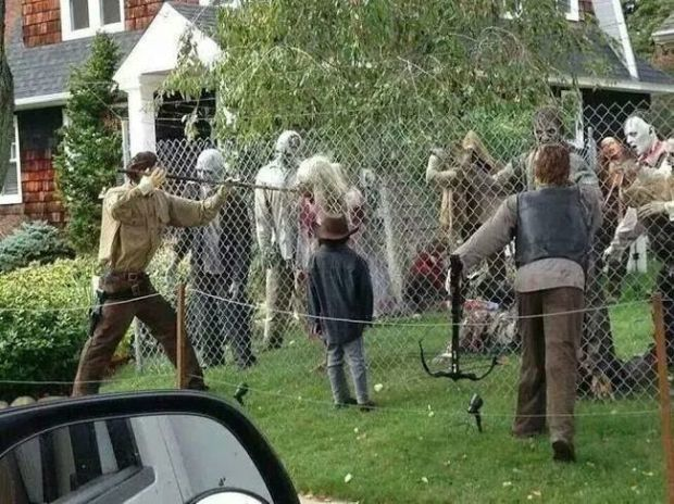 Halloween Decorations: the Walking Dead
