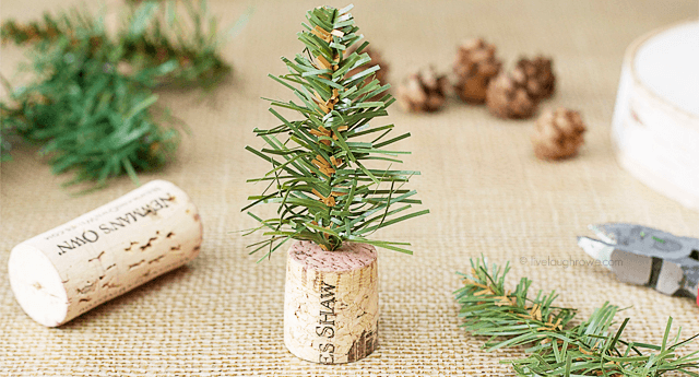 best-diy-christmas-decor-wine-cork-tree-featured-image.png