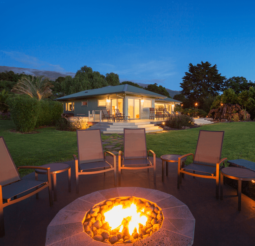 10 Design Ideas to Transform Your Backyard Fire Pit image